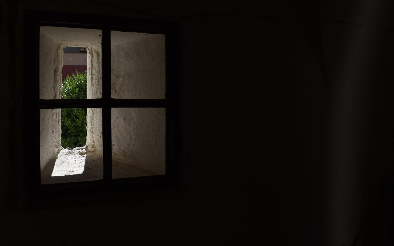 okno, mříž, paprsek světla / -ima